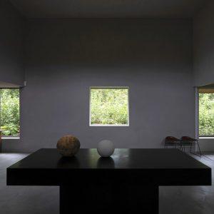 75)伊豆高原の森に佇むプライベートなミニマルデザインギャラリー