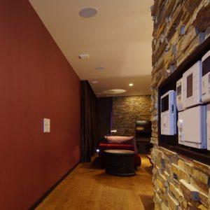 79)間仕切り壁を有効活用 ニッチ棚特集