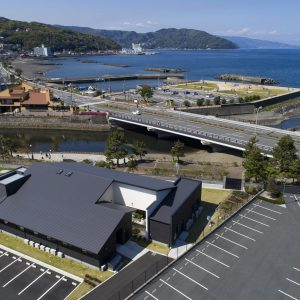 083)海沿いに悠然と建つ、高齢者介護施設 【静岡県伊東市】